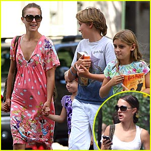 Natalie Portman Plays in Central Park