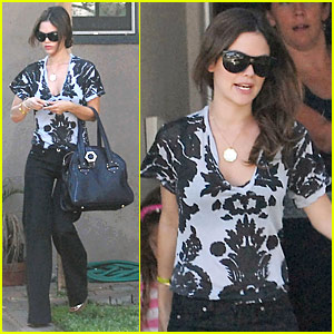 Rachel Bilson Keeps Friends Close, Relatives Closer