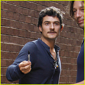 Orlando Bloom Likes His Pen
