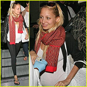 Nicole Richie Heads to NY Fashion Week