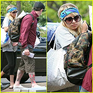 Nicole Richie High Tails it Outta Hawaii