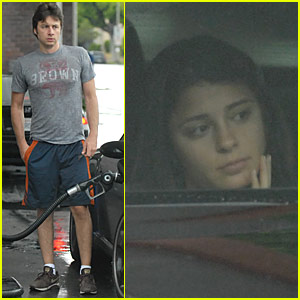 Scrubs star Zach Braff and Roswell actress girlfriend Shiri Appleby flirt ...