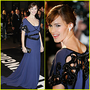 Jennifer Garner Cuts it Out