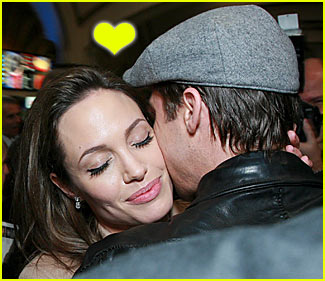 Brad Kisses Angelina @ 'Beowulf' Premiere