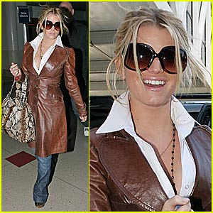 Jessica Simpson: Peep My LV Laptop Sleeve