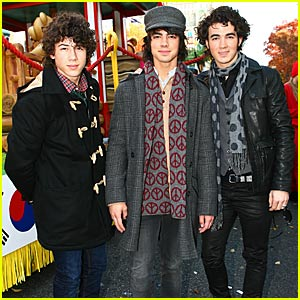 The Jonas Brothers @ Thanksgiving Day Parade