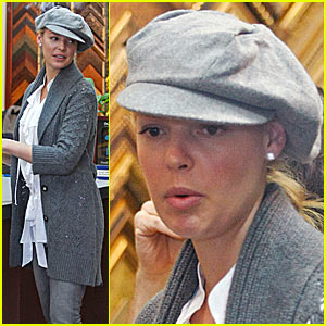 Katherine Heigl Gets Framed