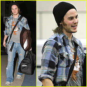 Taylor Kitsch Gets His Gambit On