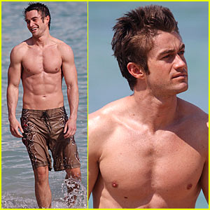 Robert Buckley is a Shirtless Stud