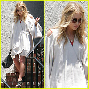 Mary-Kate Olsen Nails it Down