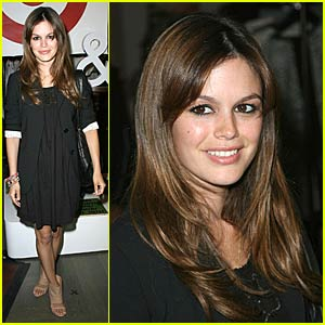 Rachel Bilson is On Target