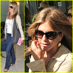 Jennifer Aniston is Heathrow Hip