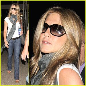 Jennifer Aniston Gets LAXadaisical