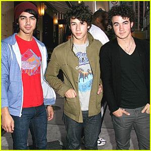 The Jonas Brothers Burn Up Cafe Nervosa