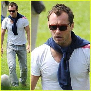 Jude Law Plays at the Park