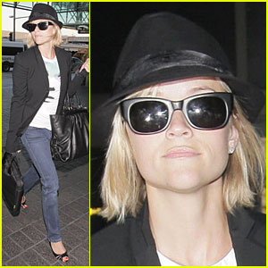 Reese Witherspoon Set to Jet