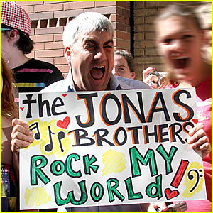 Taylor Hicks is The Jonas Brothers' Biggest Fan