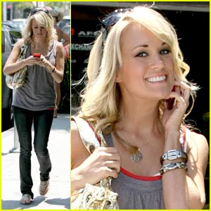Carrie Underwood is a Cheerful Giver