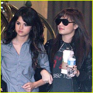 Selena Gomez + Demi Lovato = BFFs