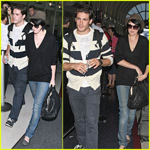 Rumer Willis Doesn't Fly Solo