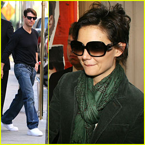 Katie Holmes Leaves  Cruise on Katie Holmes    Fan Frenzy   Katie Holmes  Tom Cruise   Just Jared