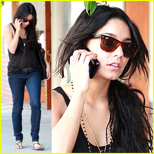 vanessa hudgens leads zac efron Chelan Simmons in The L.A. Complex