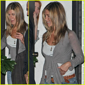 Jennifer Aniston Kicks it With Courteney Cox