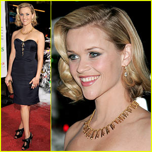 Reese Witherspoon Premieres 'Four Christmases'