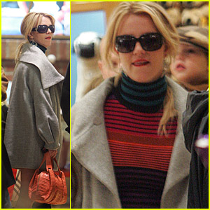 Britney Spears Buys Toys For Tots