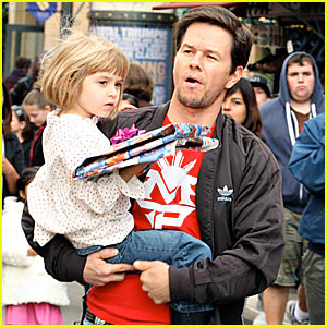 Mark Wahlberg: Hey Santa. What's Goin' On?