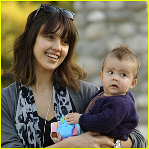 Honor Puts a Smile on Jessica Alba!