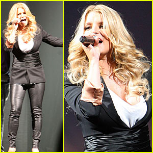Jessica Simpson: Leather Pants Pretty