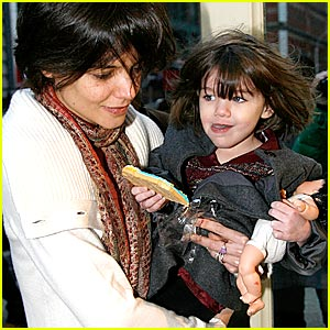 Suri Cruise Shops UNIQLO