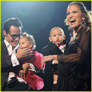 Jennifer Lopez Gives Twins Concert Experience