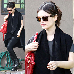 Rachel Bilson's Engaging Errands