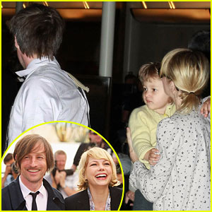 Michelle Williams & Matilda Ledger: Pinkberry Run!