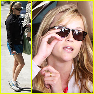 Reese Witherspoon is a Gorgeous Giant