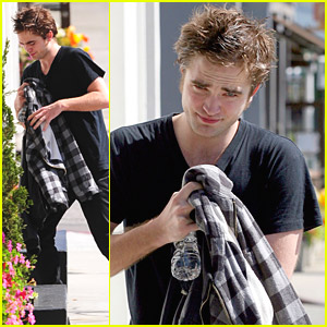 Robert Pattison Hides In A Hotel