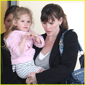 Violet Affleck: Dual Parent Pickup