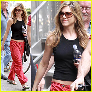 Jennifer Aniston is Havaianas Hot