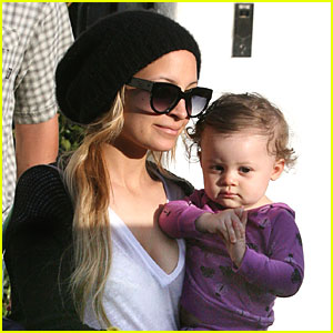 Nicole Richie Hangs with Harlow