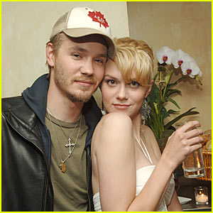 Hilarie Burton & Chad Michael Murray Cry A River