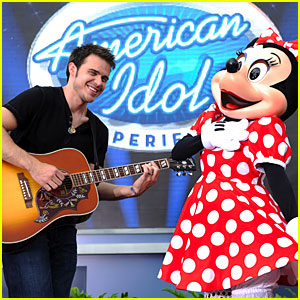 Kris Allen Serenades Minnie Mouse