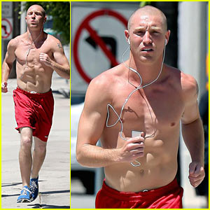 Lane Garrison: Shirtless Running!