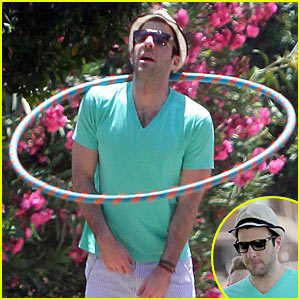 Zachary Quinto: Hula Hoop Hottie