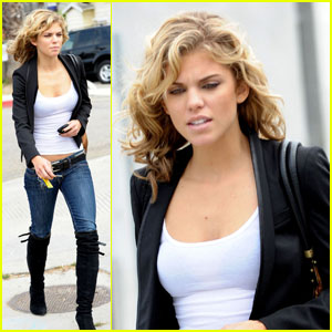 AnnaLynne McCord is Lovely For Lunch