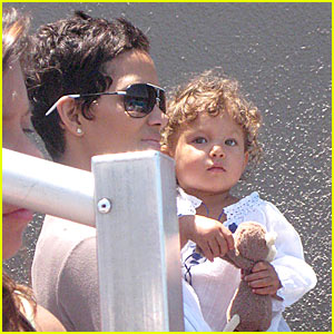 Halle Berry & Nahla Aubry: SeaWorld Sunday!