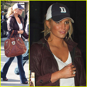 Jessica Simpson Lifts The Lakers