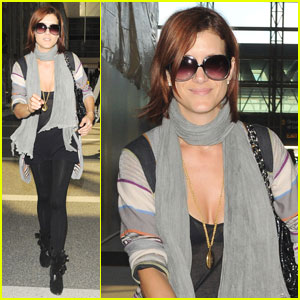 Kate Walsh is Scarf Sexy