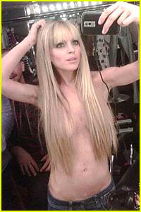 Lindsay Lohan Tweets Topless
